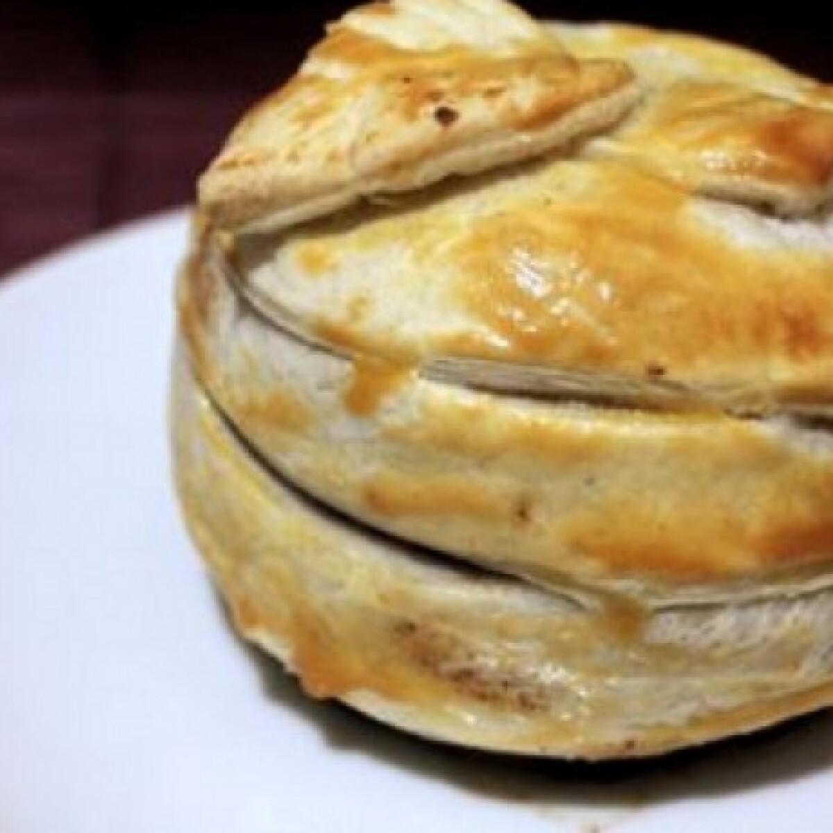 Ezen a képen: Pudinggal töltött sült alma tésztában