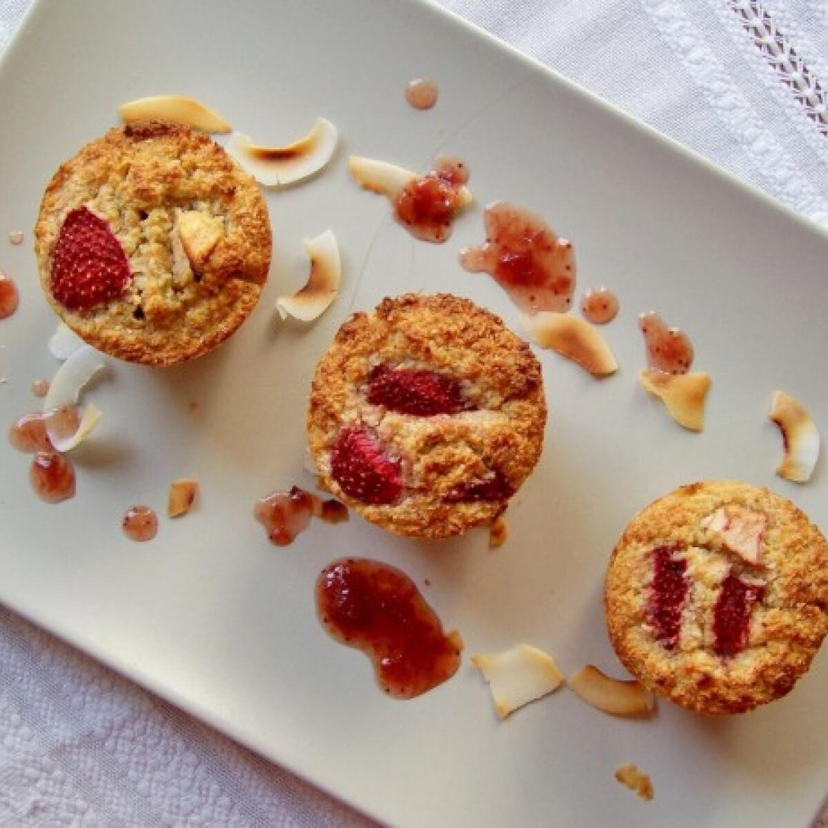 Ezen a képen: Epres muffin liszt és cukor nélkül