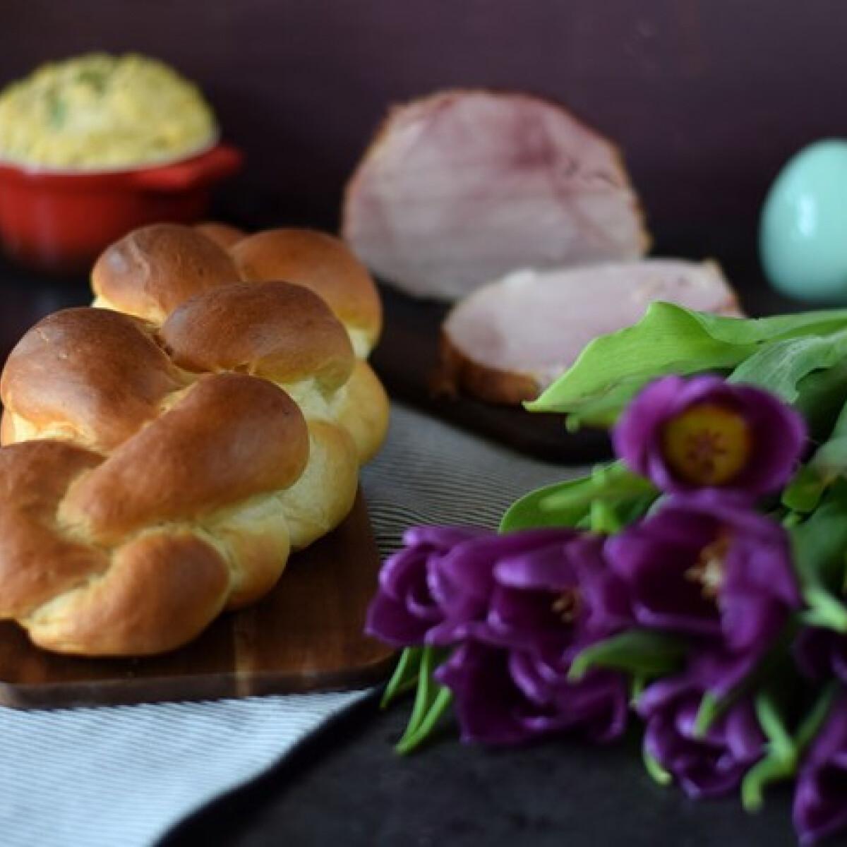 Ezen a képen: Húsvéti kalács