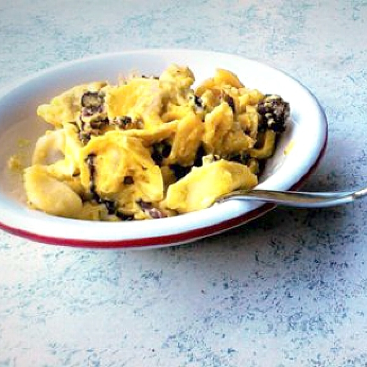 Ezen a képen: Krémes sült carbonara tortellini