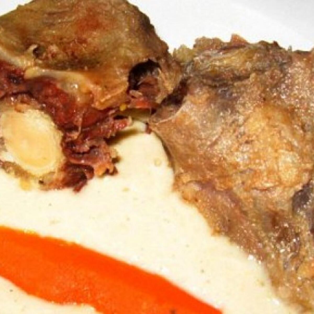 Ezen a képen: Vöröshagymamártás főtt hússal