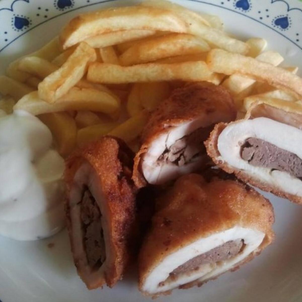Ezen a képen: Csirkemájjal töltött csirkemell