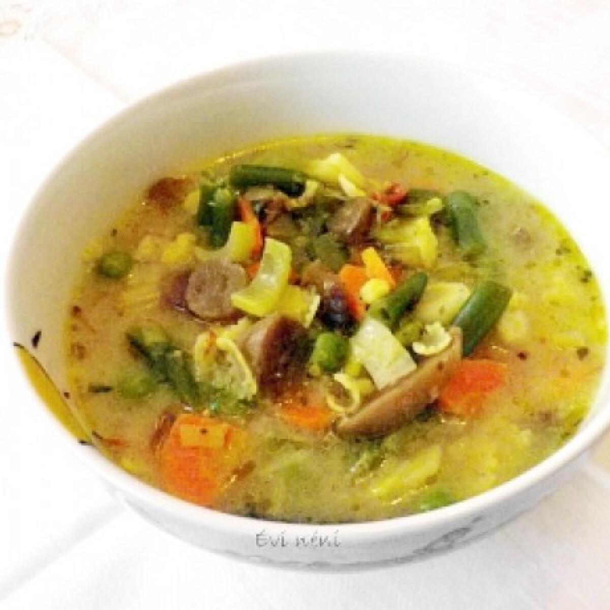 Ezen a képen: Tavaszi zöldségleves Évi néni konyhájából