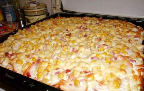 Fokhagymás-tejfölös pizza