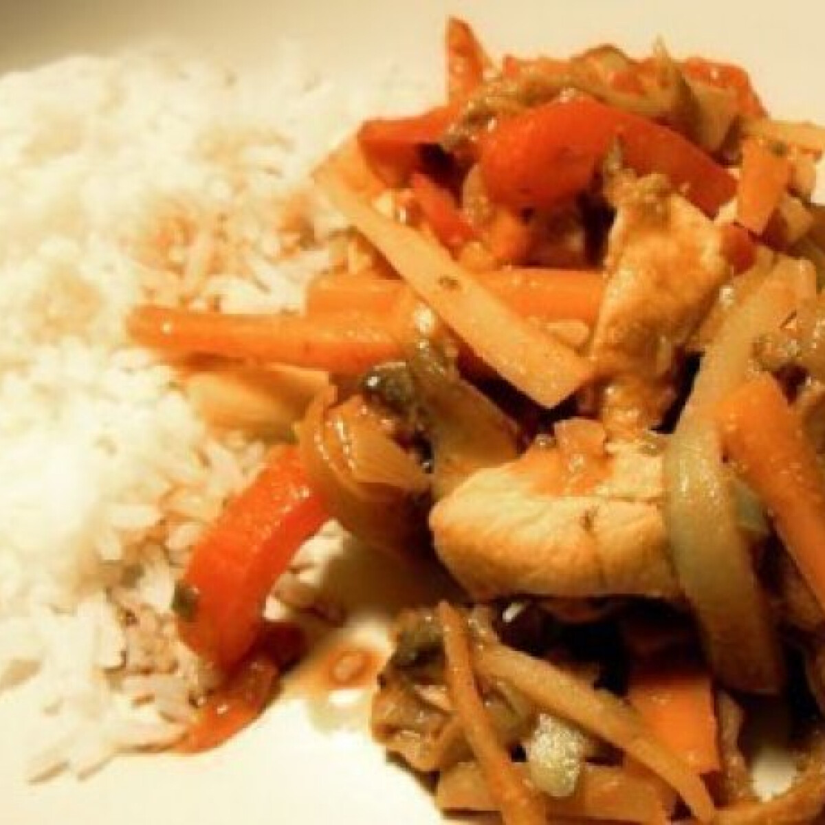 Keleti fűszeres kínai csirkeragu