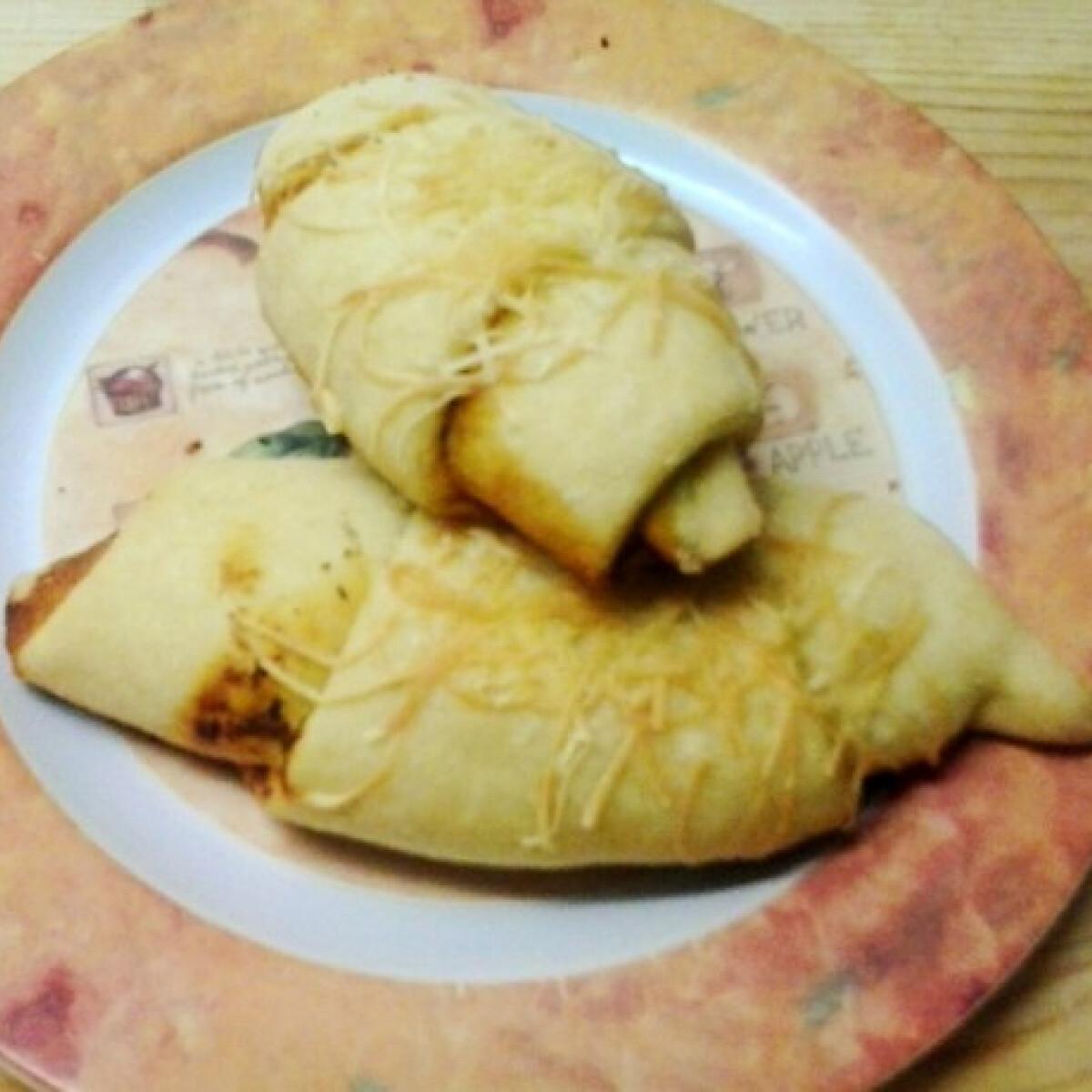 Ezen a képen: Pizzás kifli Anita konyhájából