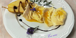 Kecskesajttal töltött ravioli narancsban posírozott körtével