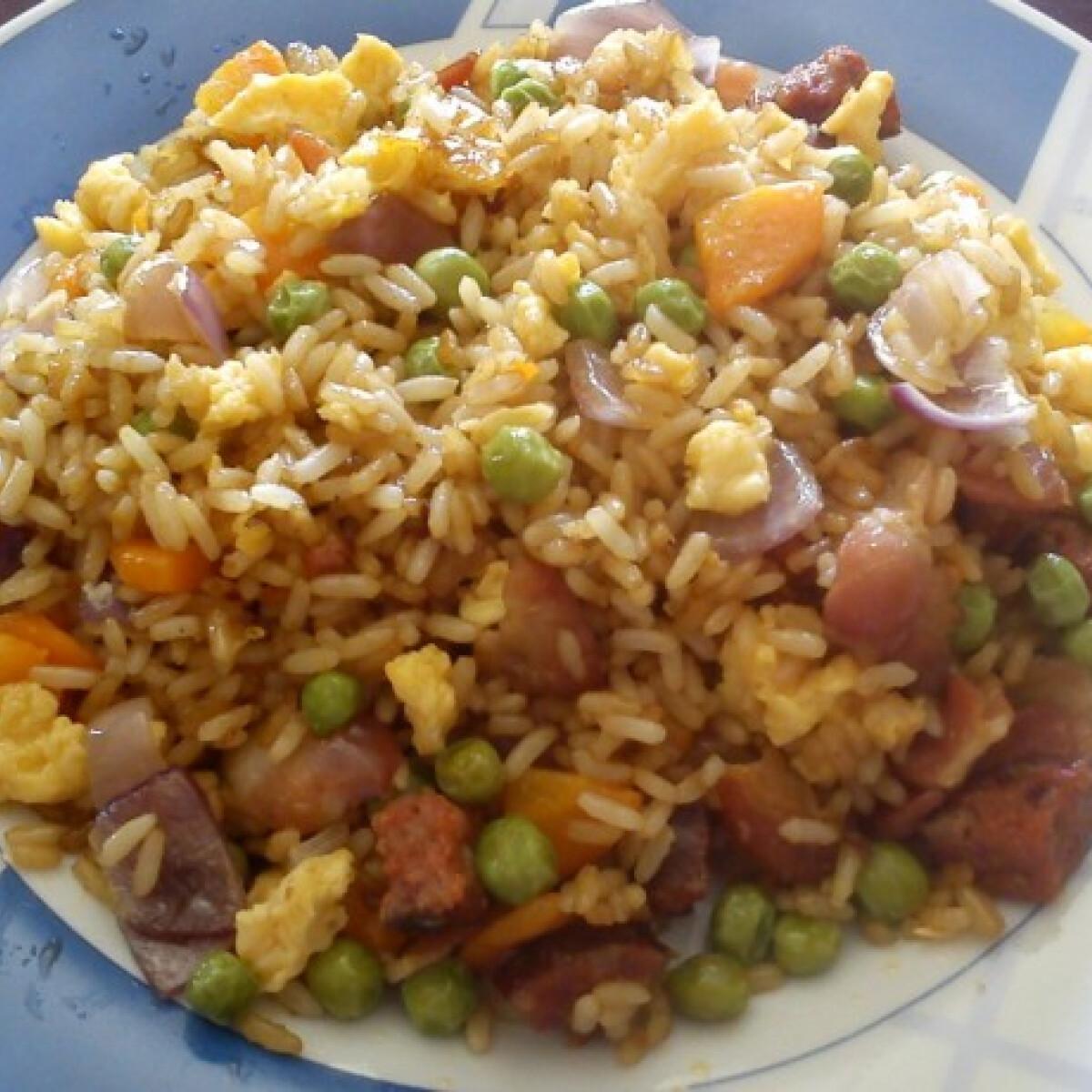 Ezen a képen: Sült rizs kiazaniki konyhájából