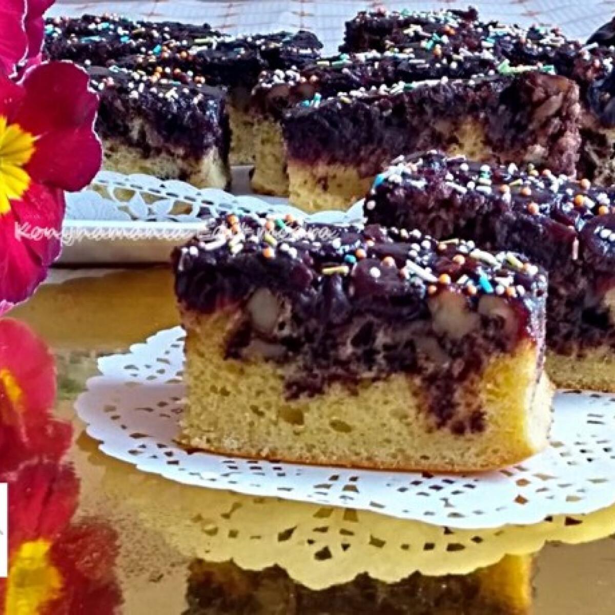 Fűszeres meggyes-diós kevert sütemény