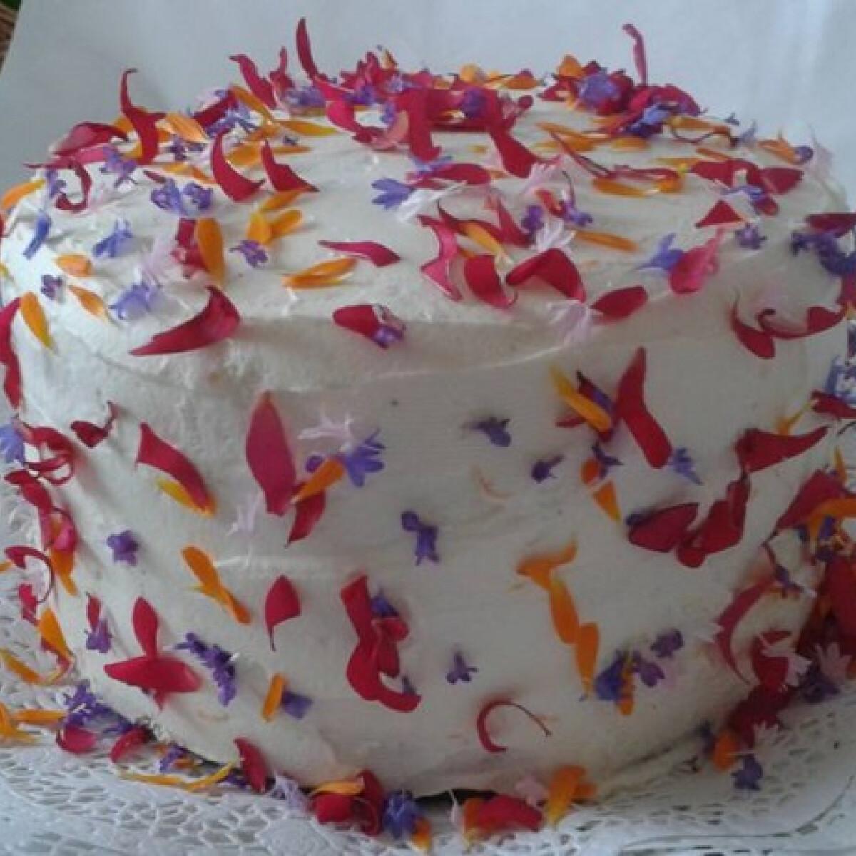 Ezen a képen: Szirom torta
