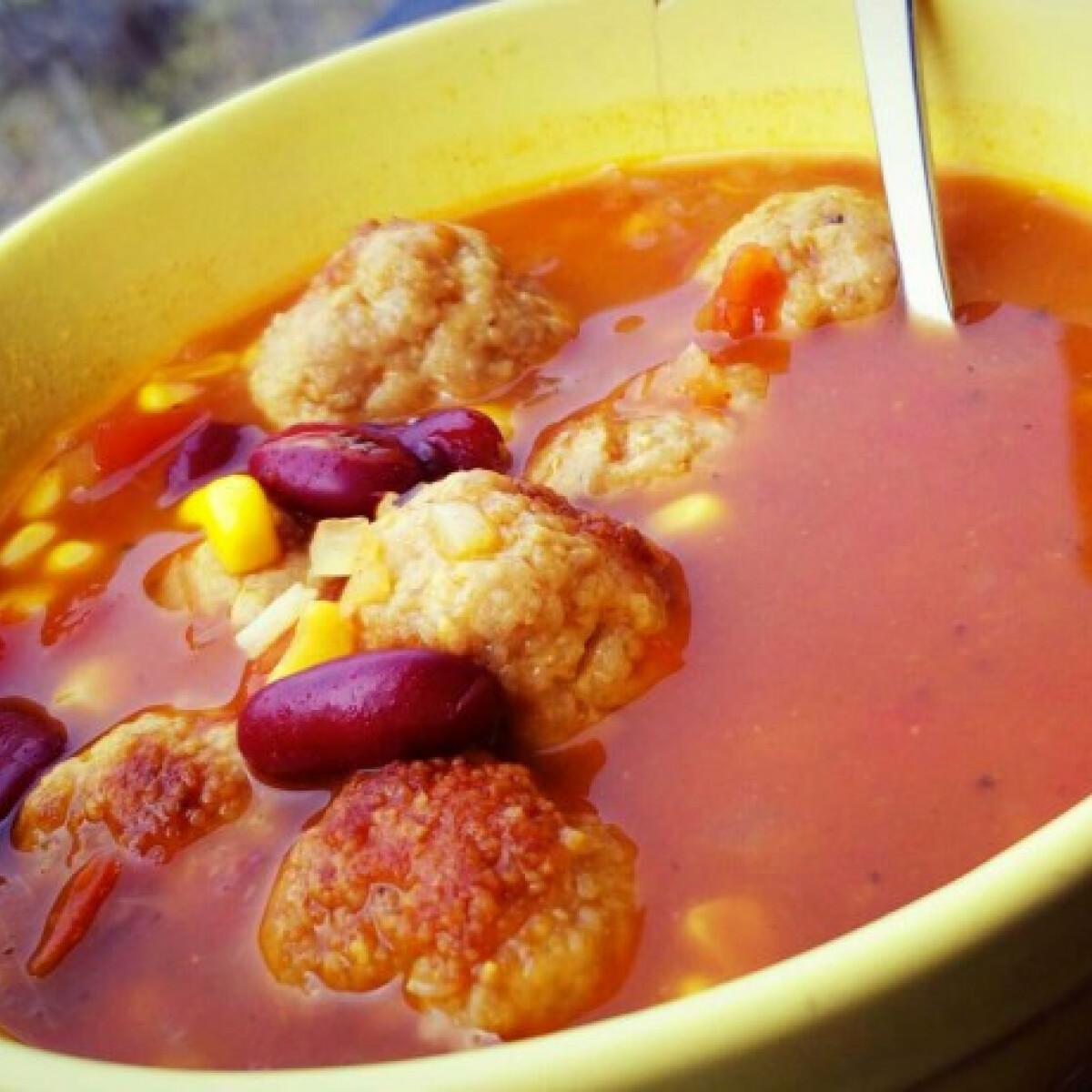 Ezen a képen: Chilisbab-leves