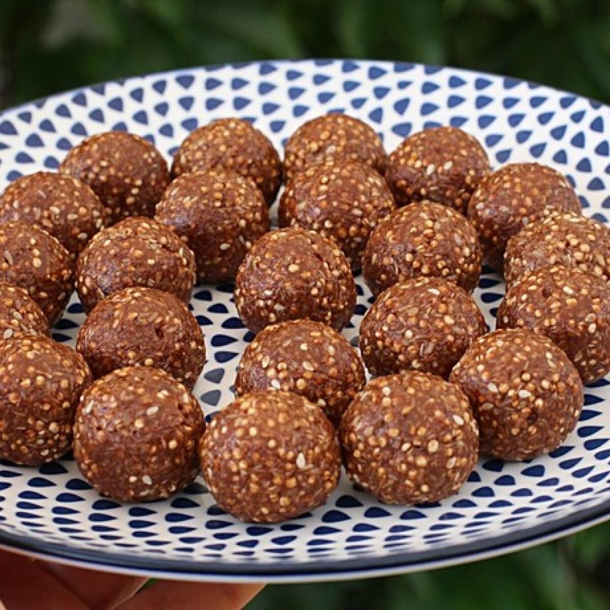 Ezen a képen: Mogyoróvajas quinoagolyók