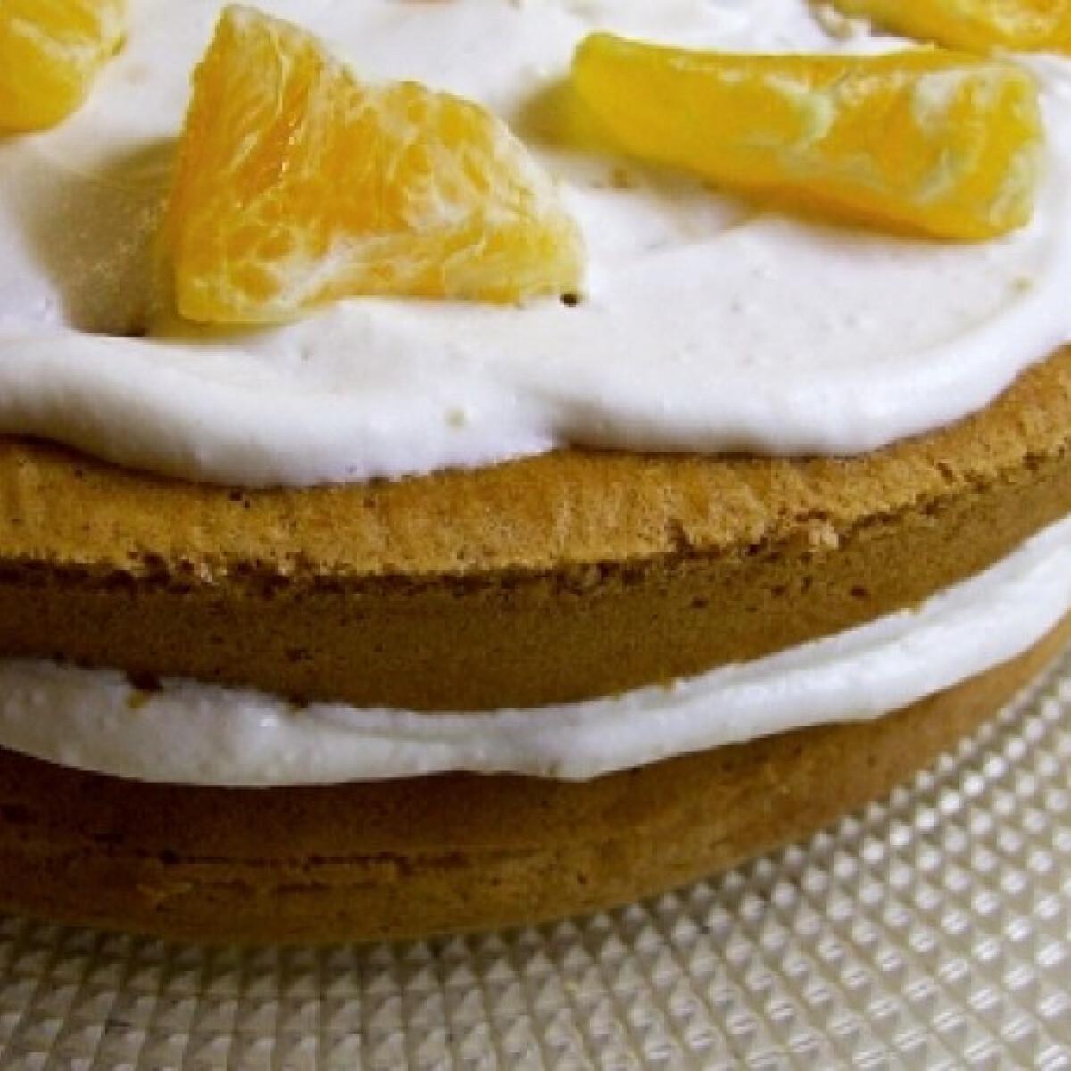 Ezen a képen: Tejfölös-narancsos torta
