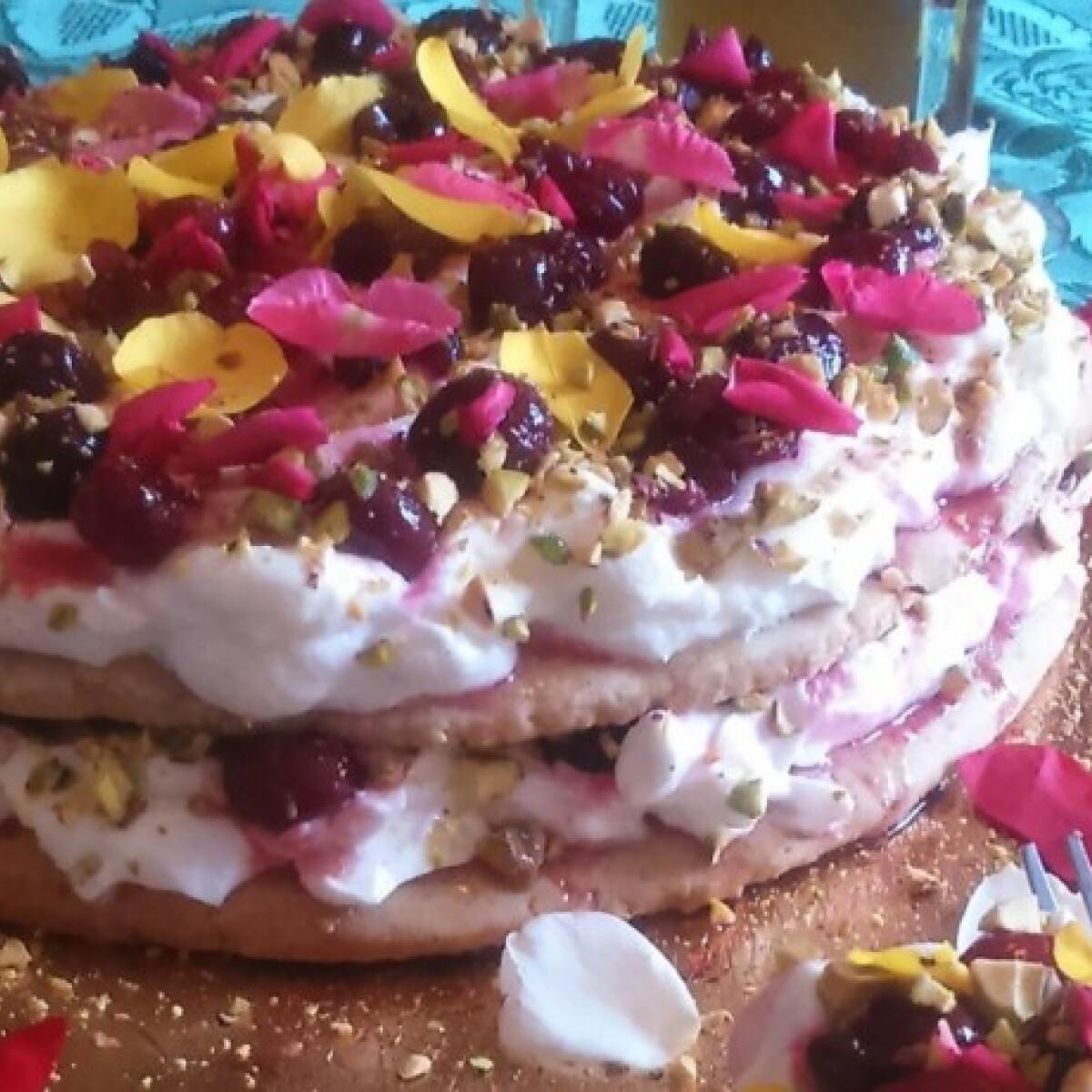 Ezen a képen: Romantikus tejszínes torta