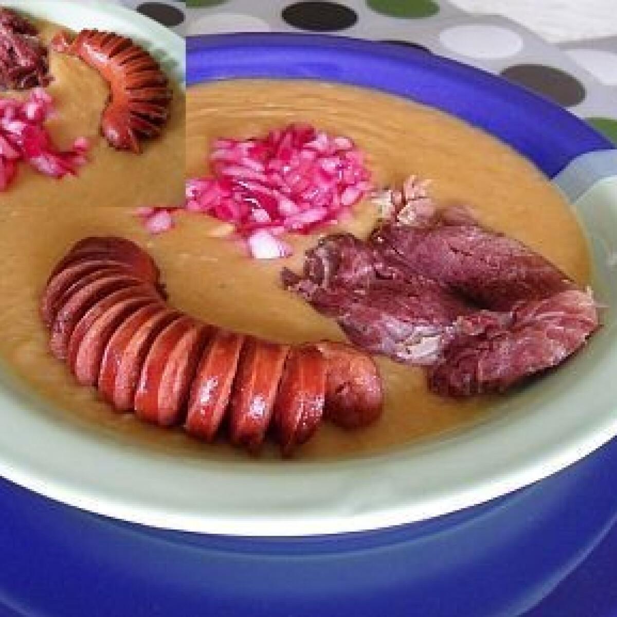 Ezen a képen: Sárgaborsó főzelék 5. - sonkalében főtt, lilahagymával