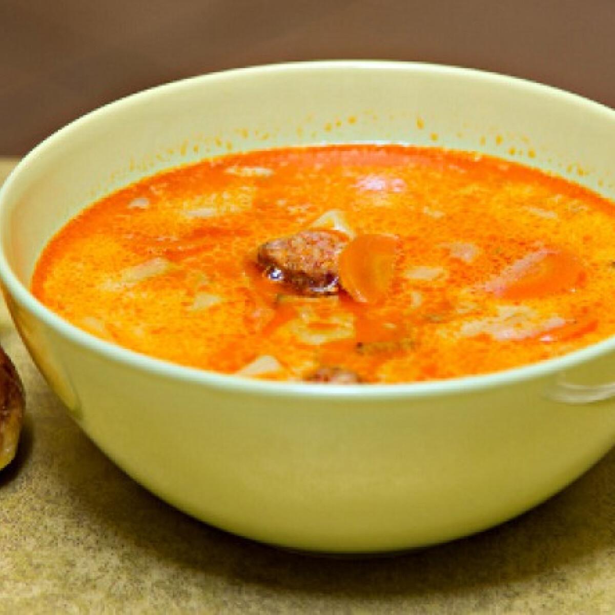 Ezen a képen: Tejfölös-kolbászos krumplileves
