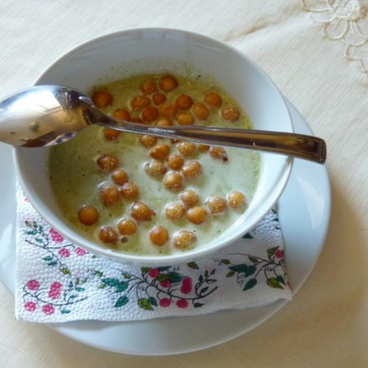Ezen a képen: Sajtos brokkolileves Zsanna konyhájából