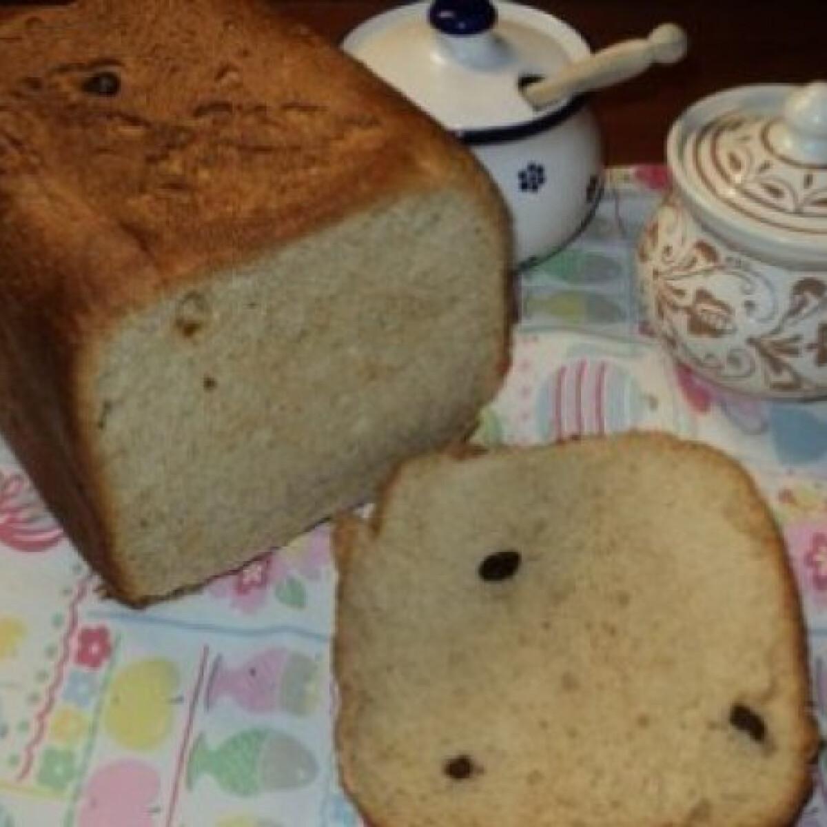 Ezen a képen: Kalács kenyérsütőgépben készítve