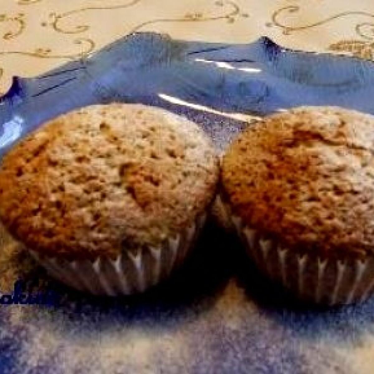 Ezen a képen: Mogyorós muffin áfonyával