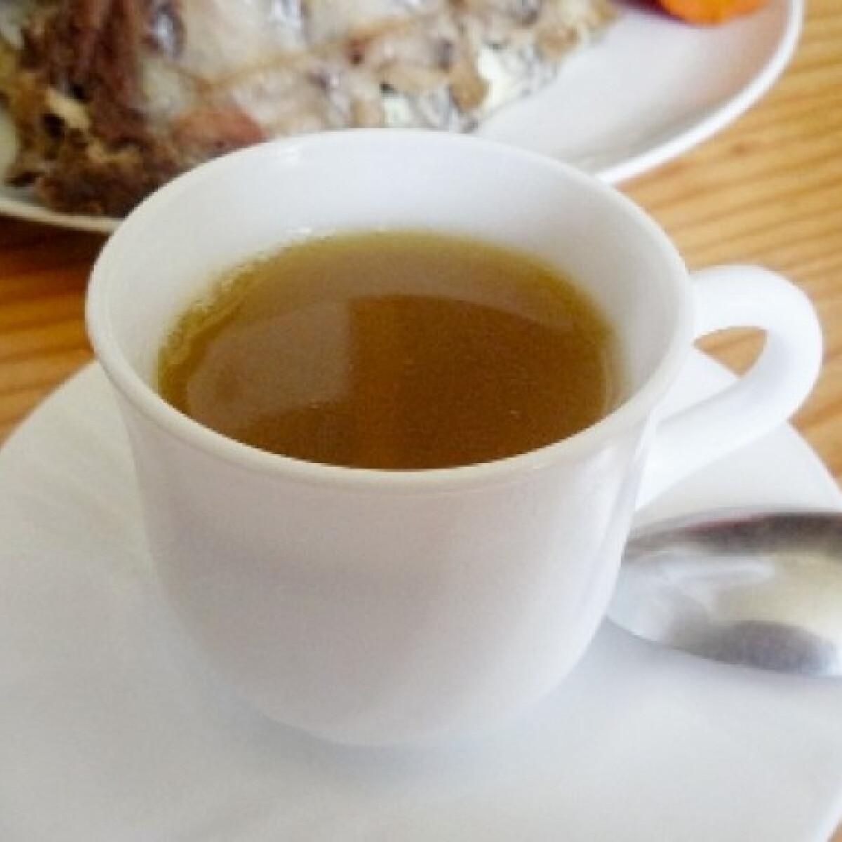 Ezen a képen: Sertés eszencia leves