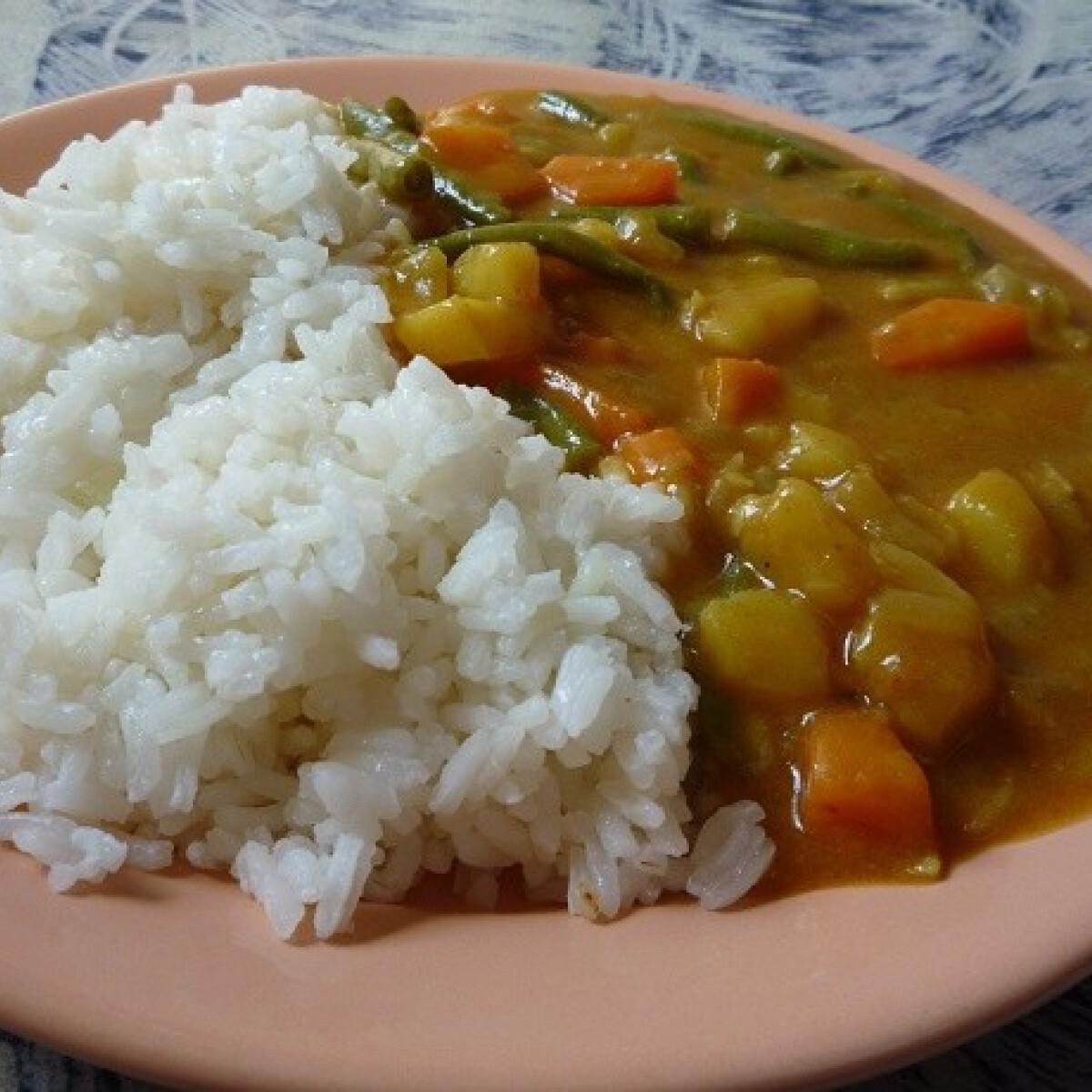 Ezen a képen: Japán vegetáriánus curry
