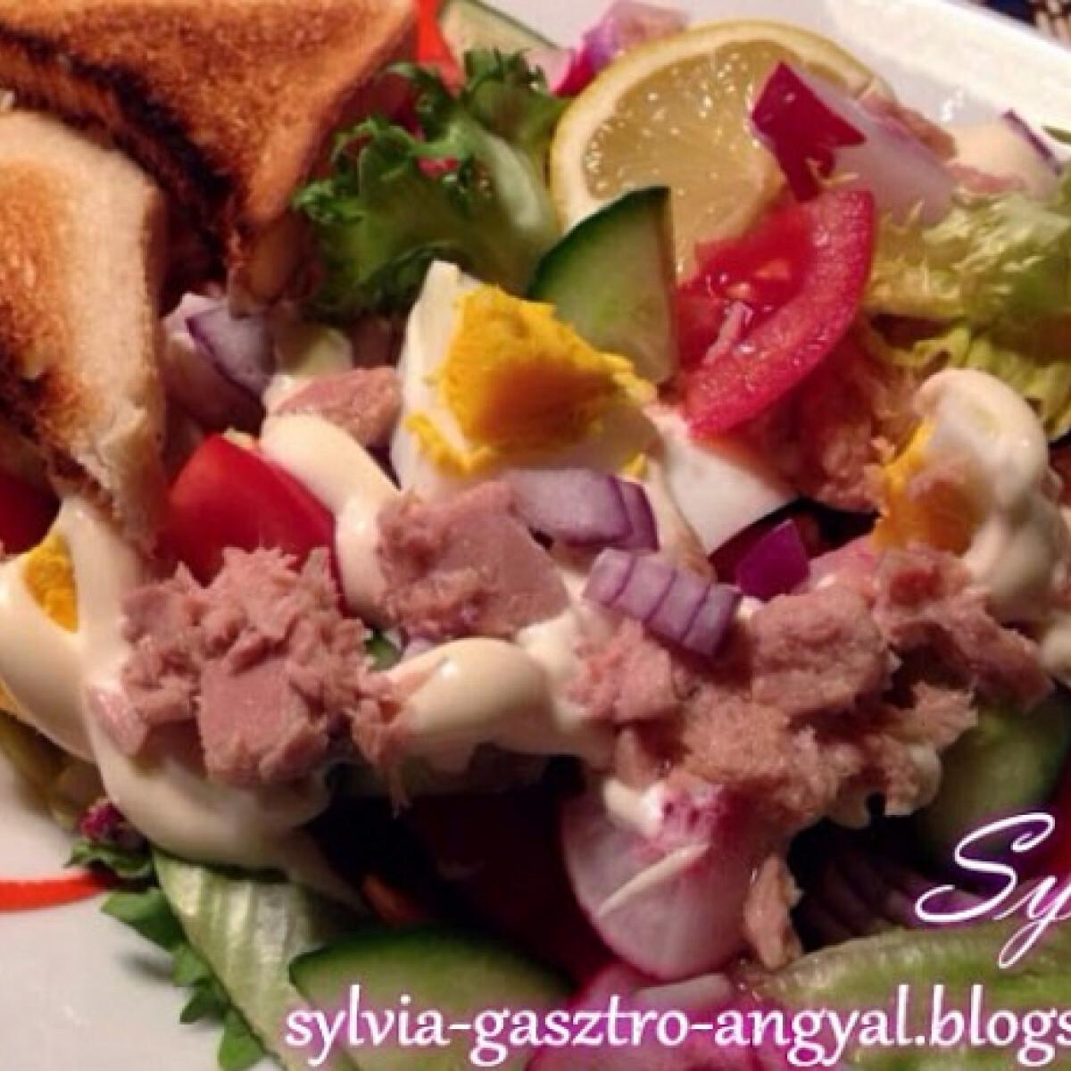 Ezen a képen: Tonhalsaláta Sylvia konyhájából