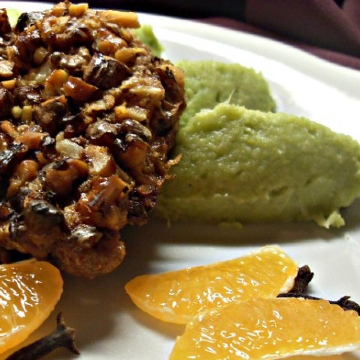 Ezen a képen: Dióbundában sült csirkemell