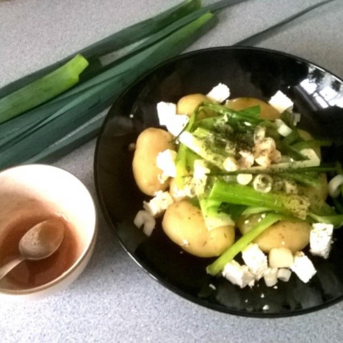 Ezen a képen: Újburgonya fetával és póréhagymával