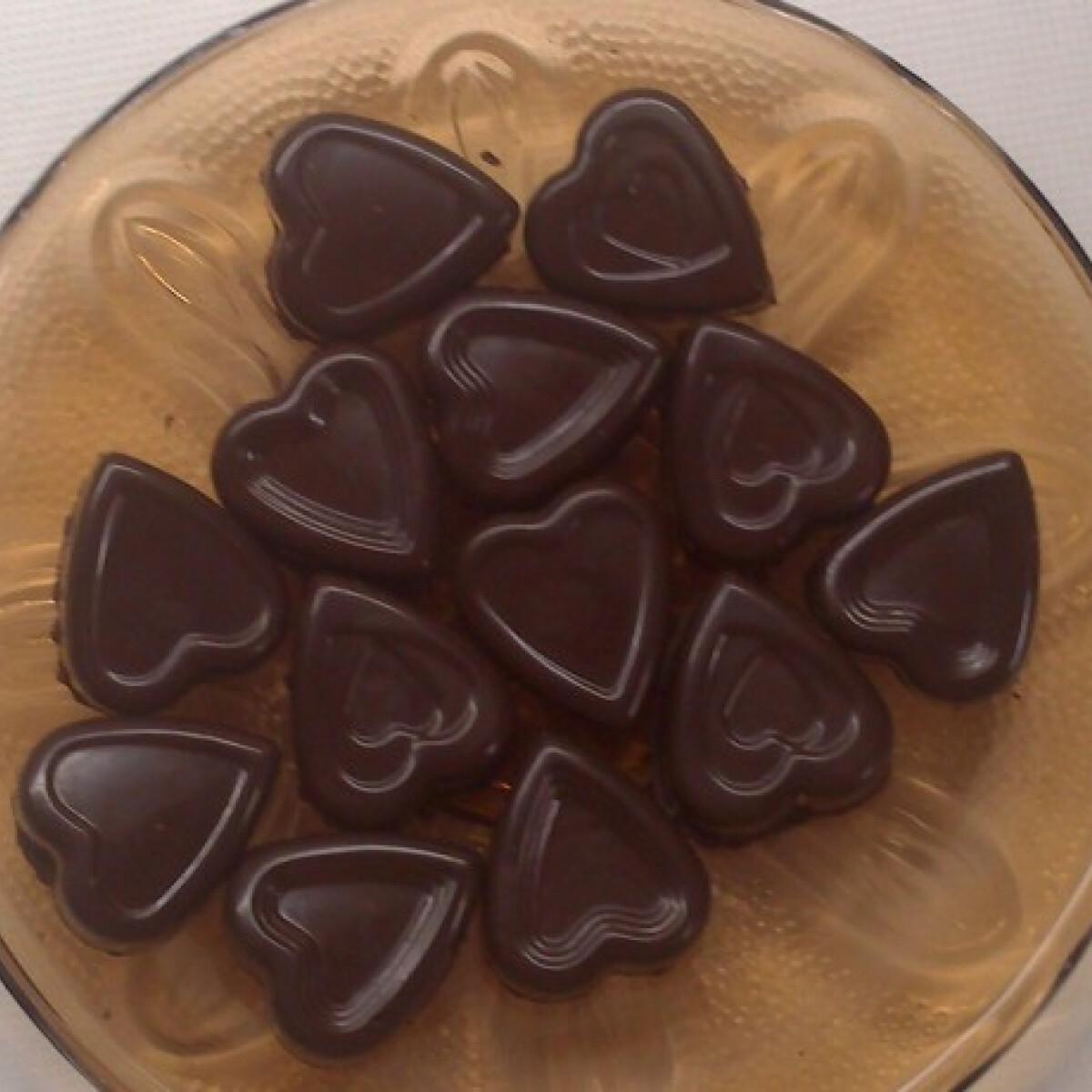 Ezen a képen: Egyszerű csokis-karamallás bonbon