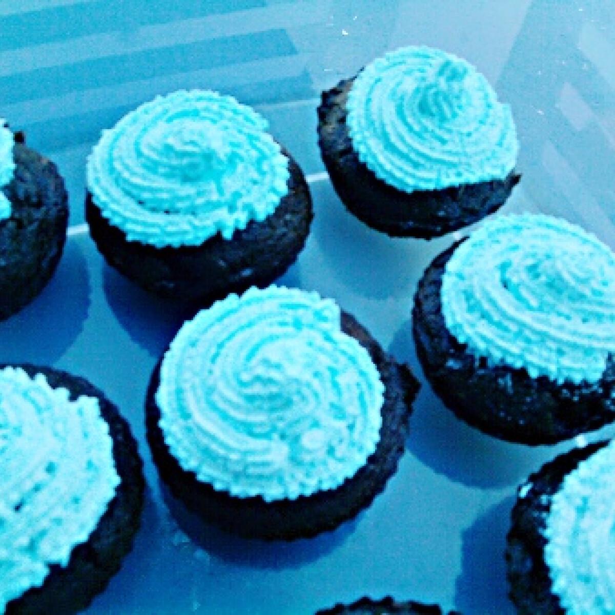 Ezen a képen: Feketeerdő cupcake babalátogatóba