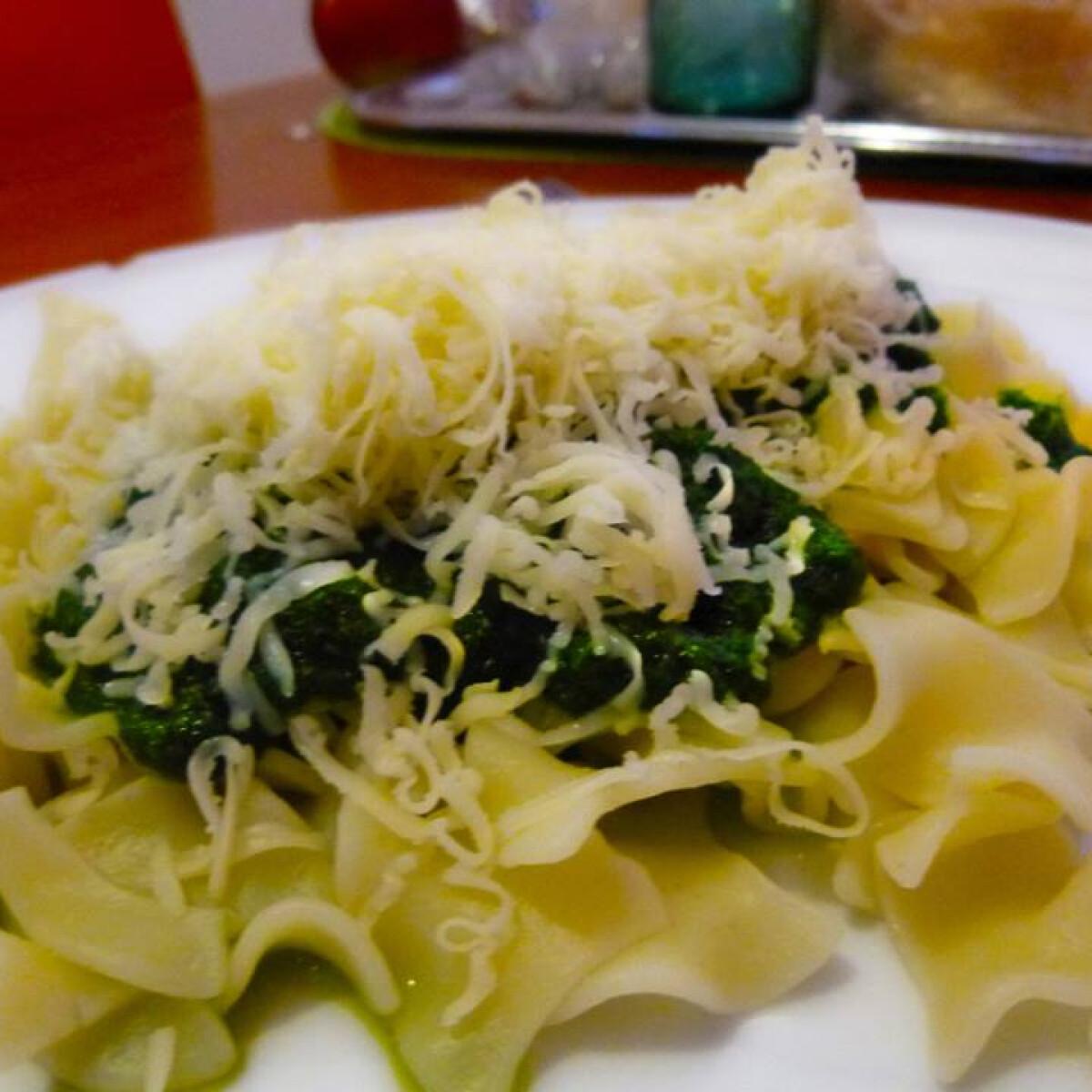 Spenótos-sajtos tészta Horandra konyhájából