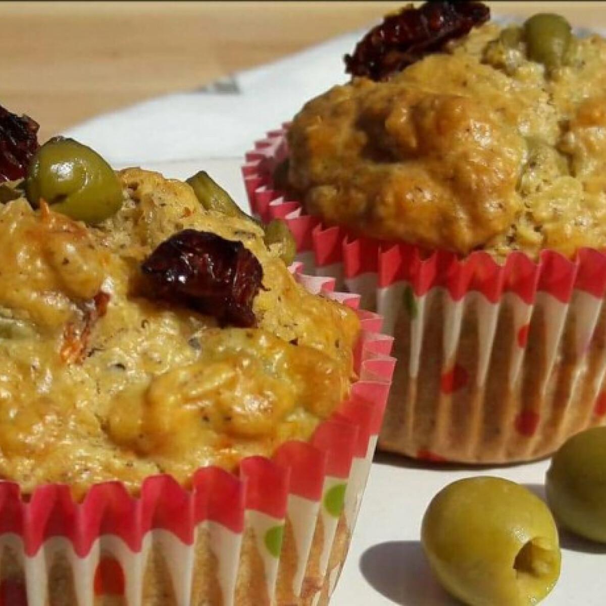 Fitt olívás-aszaltparadicsomos muffin