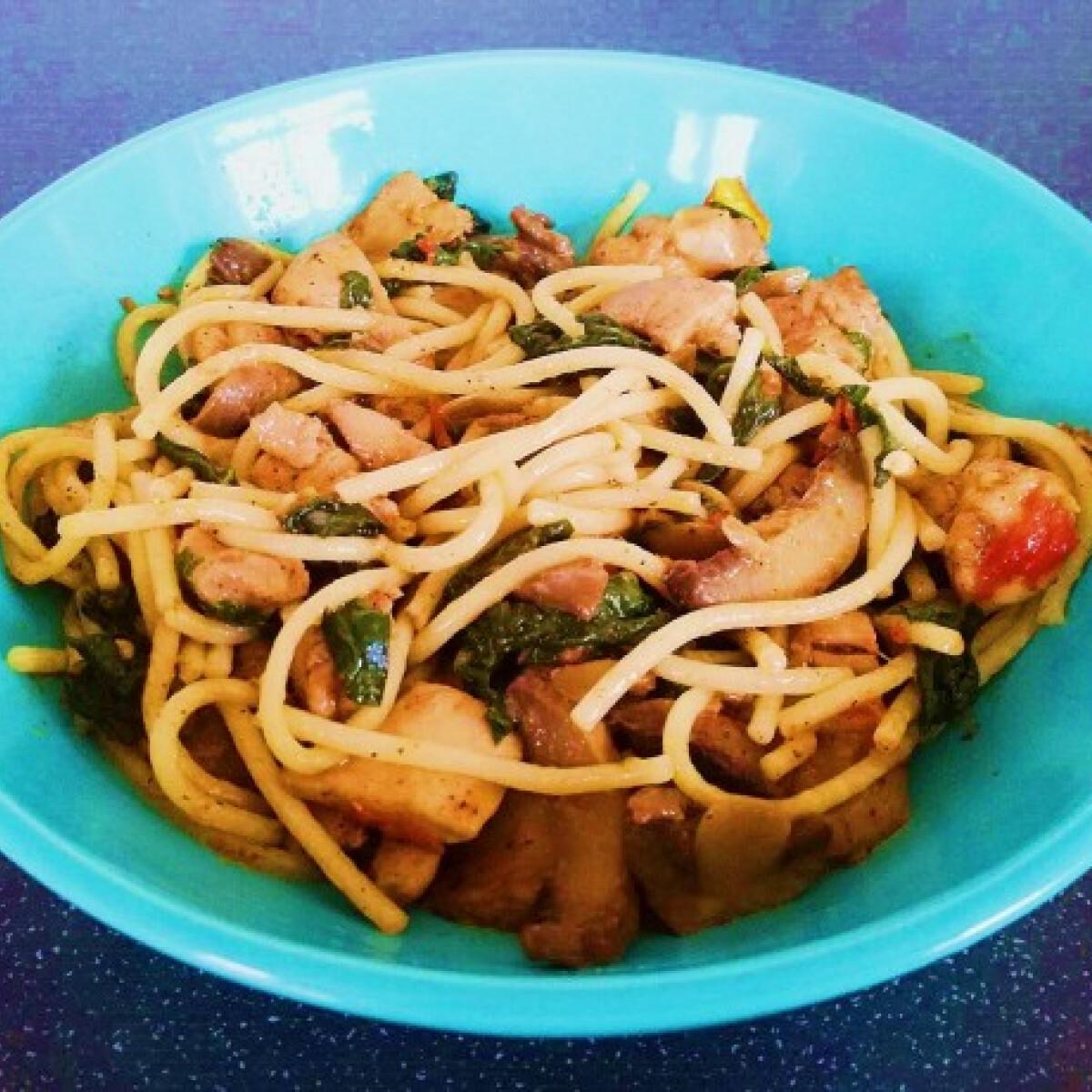 Spenótos-csirkés spagetti olasz módra