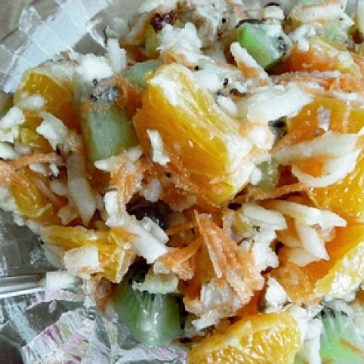 Ezen a képen: Vitaminbomba gyümölcssaláta