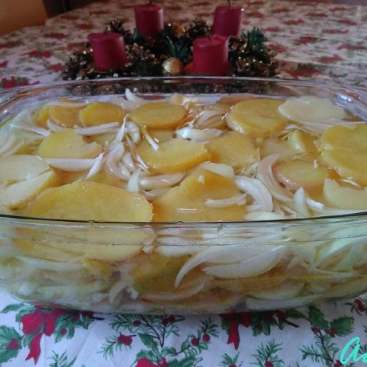 Ezen a képen: Hagymás burgonyasaláta