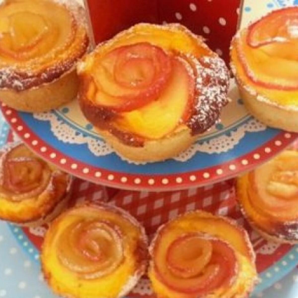 Ezen a képen: Túrós almarózsa muffin