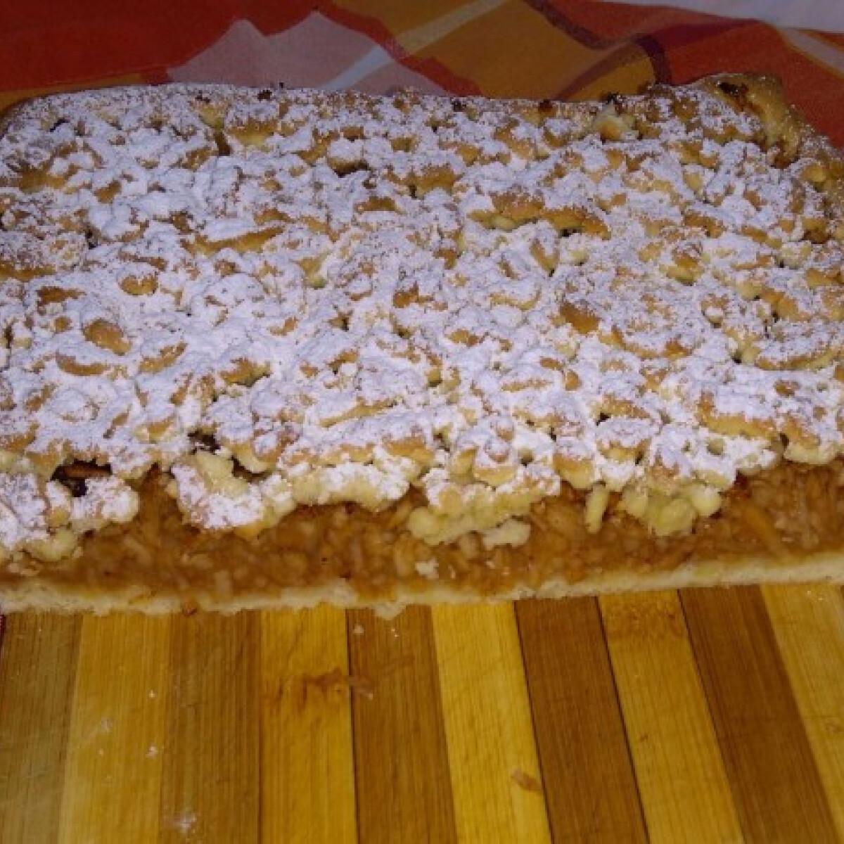 Ezen a képen: Reszelt almás süti