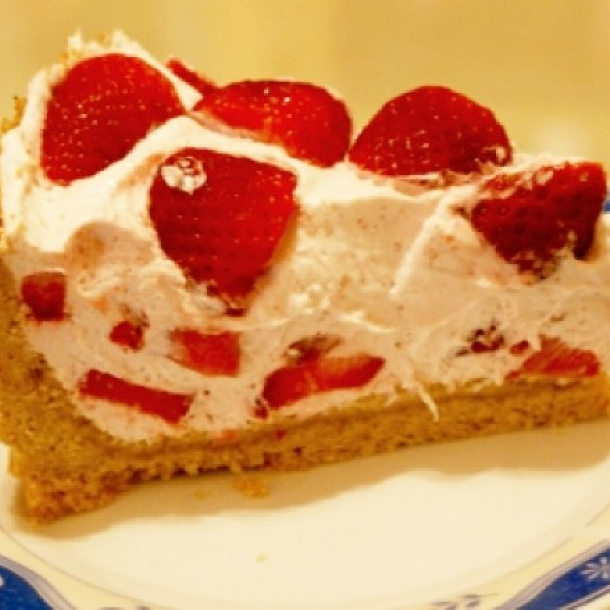 Ezen a képen: Epres joghurttorta Lolli konyhájából