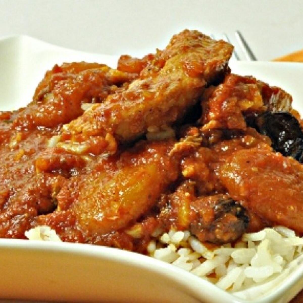 Indiai ihletésű csirke paradicsomos szószban