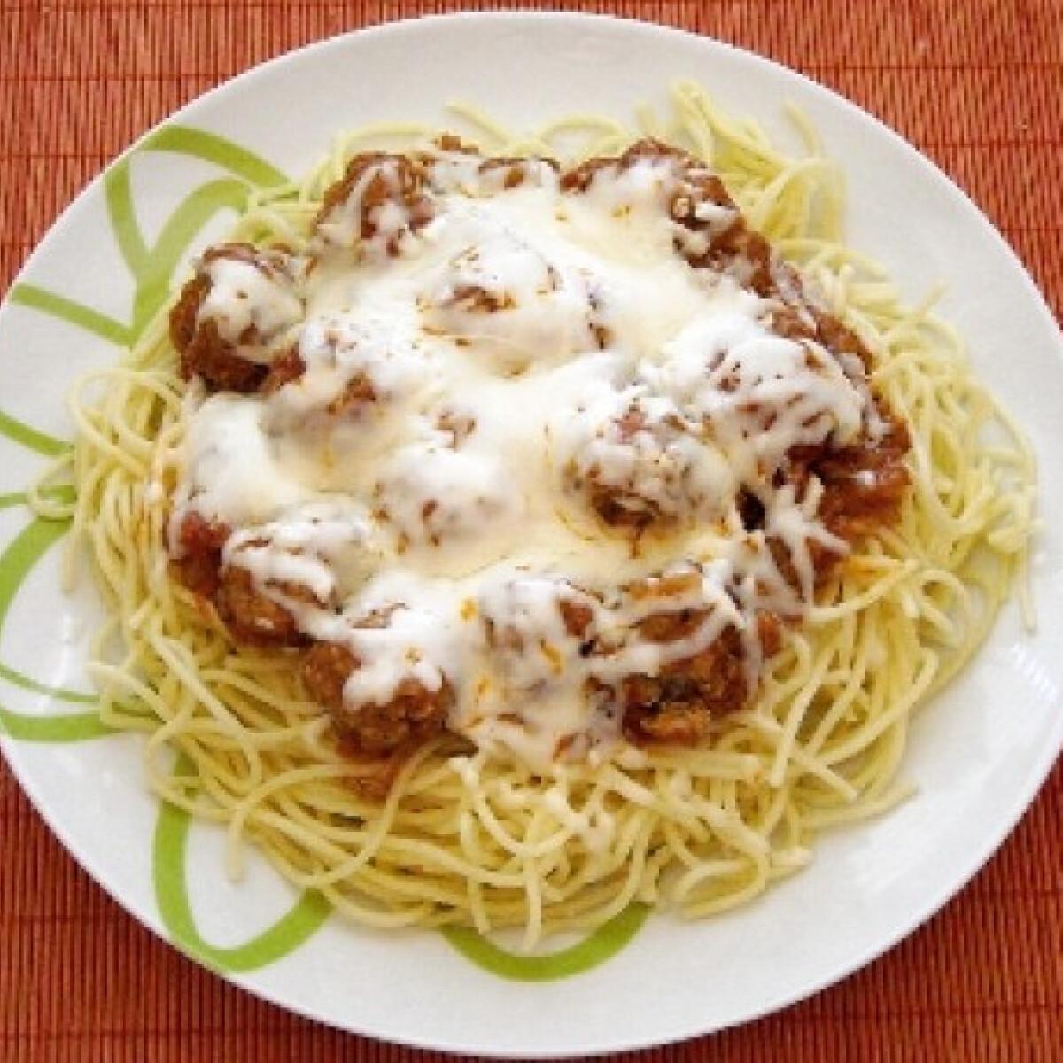 Ezen a képen: Szicíliai húsgombócos spagetti