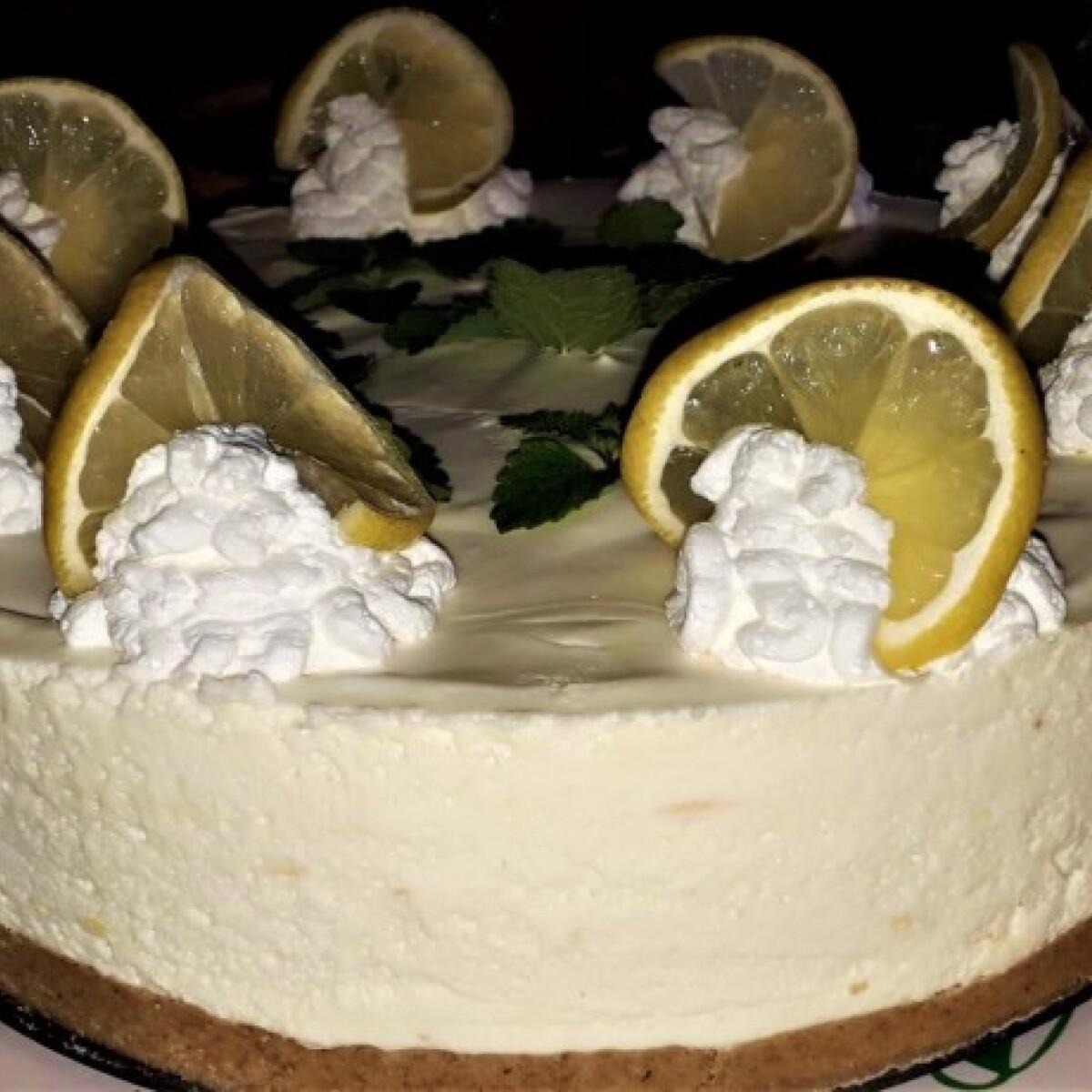 Ezen a képen: Üdítő citromtorta sütés nélkül