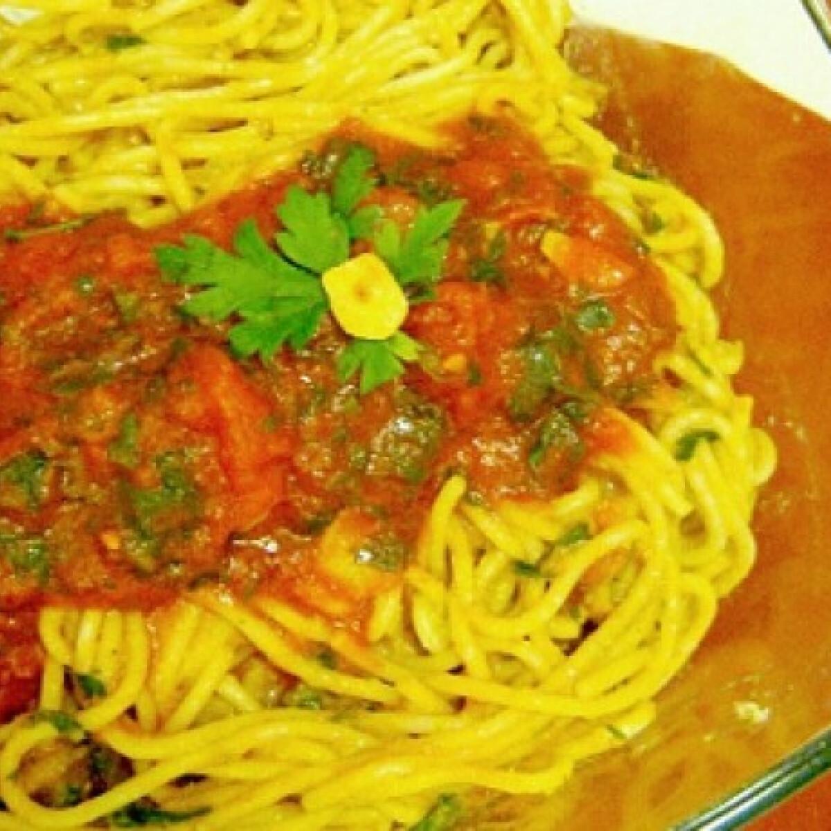 Ezen a képen: Szardíniás-paradicsomos spagetti