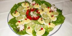 Brokkolikrémes és hagyományos töltött tojás