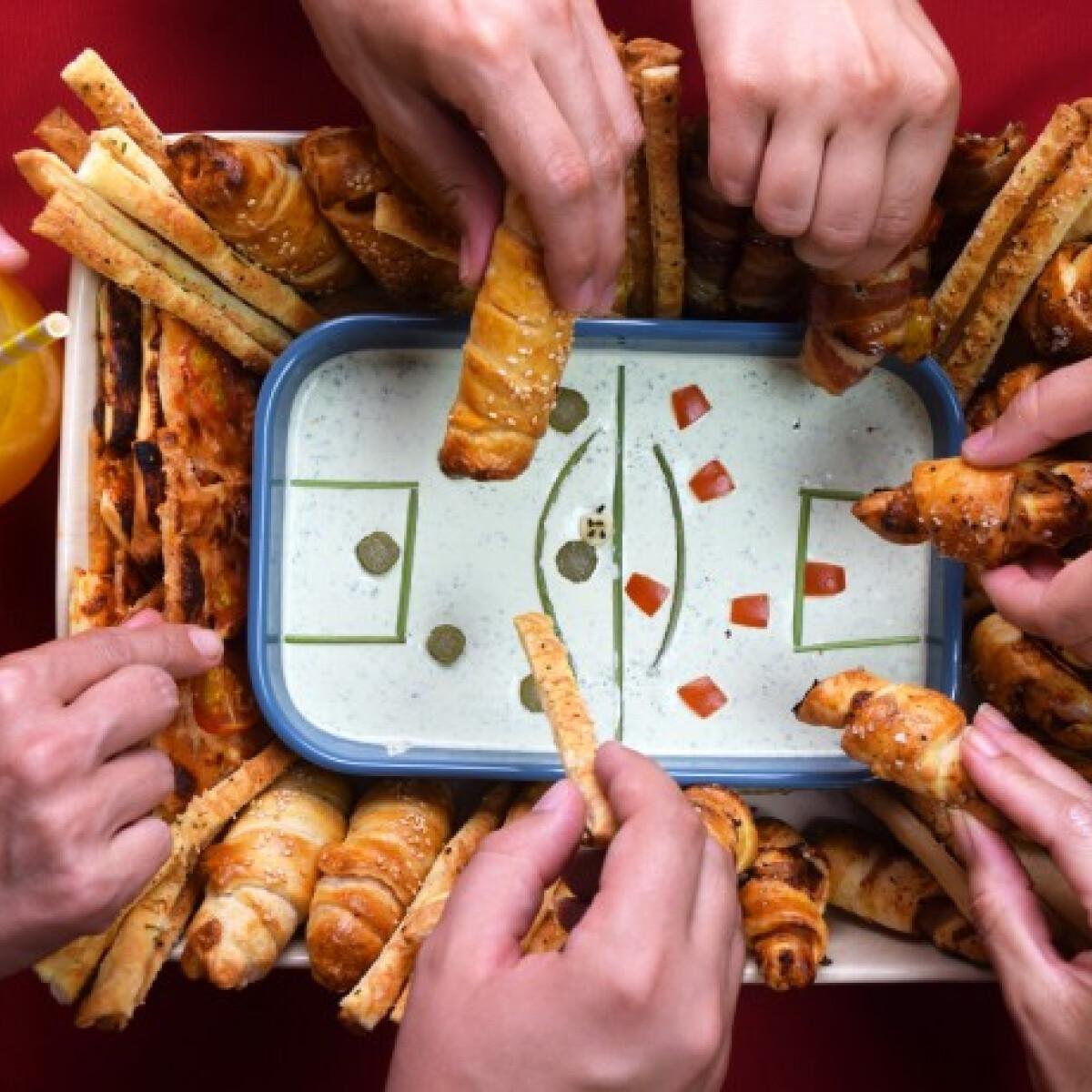 Ezen a képen: Futball-tál