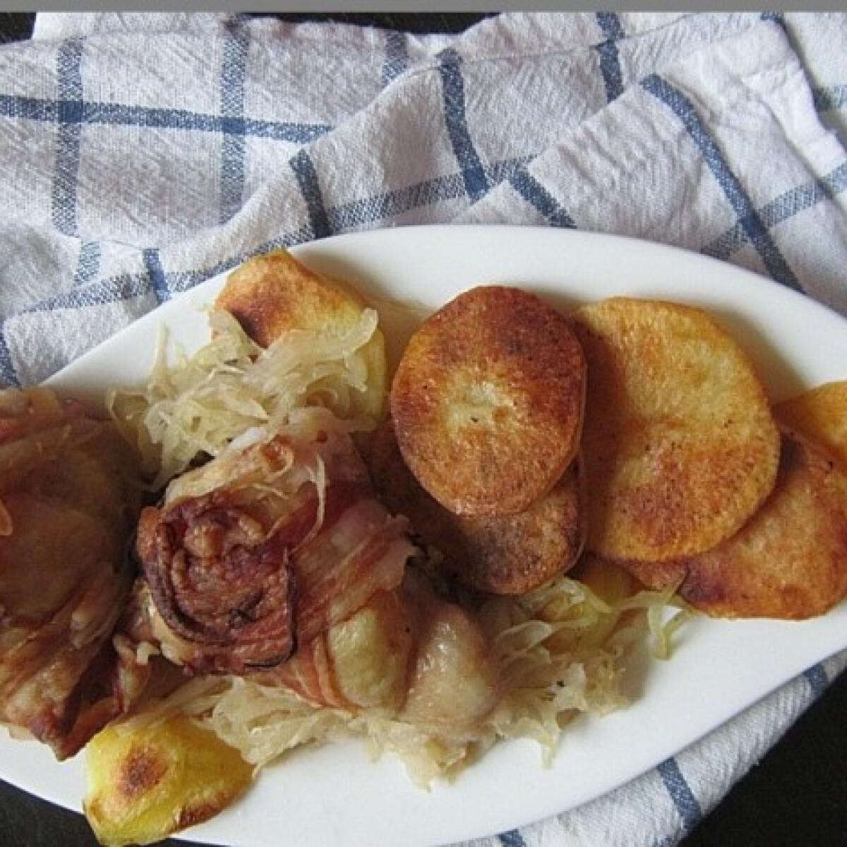 Ezen a képen: Káposztával töltött baconbe csavart csirke