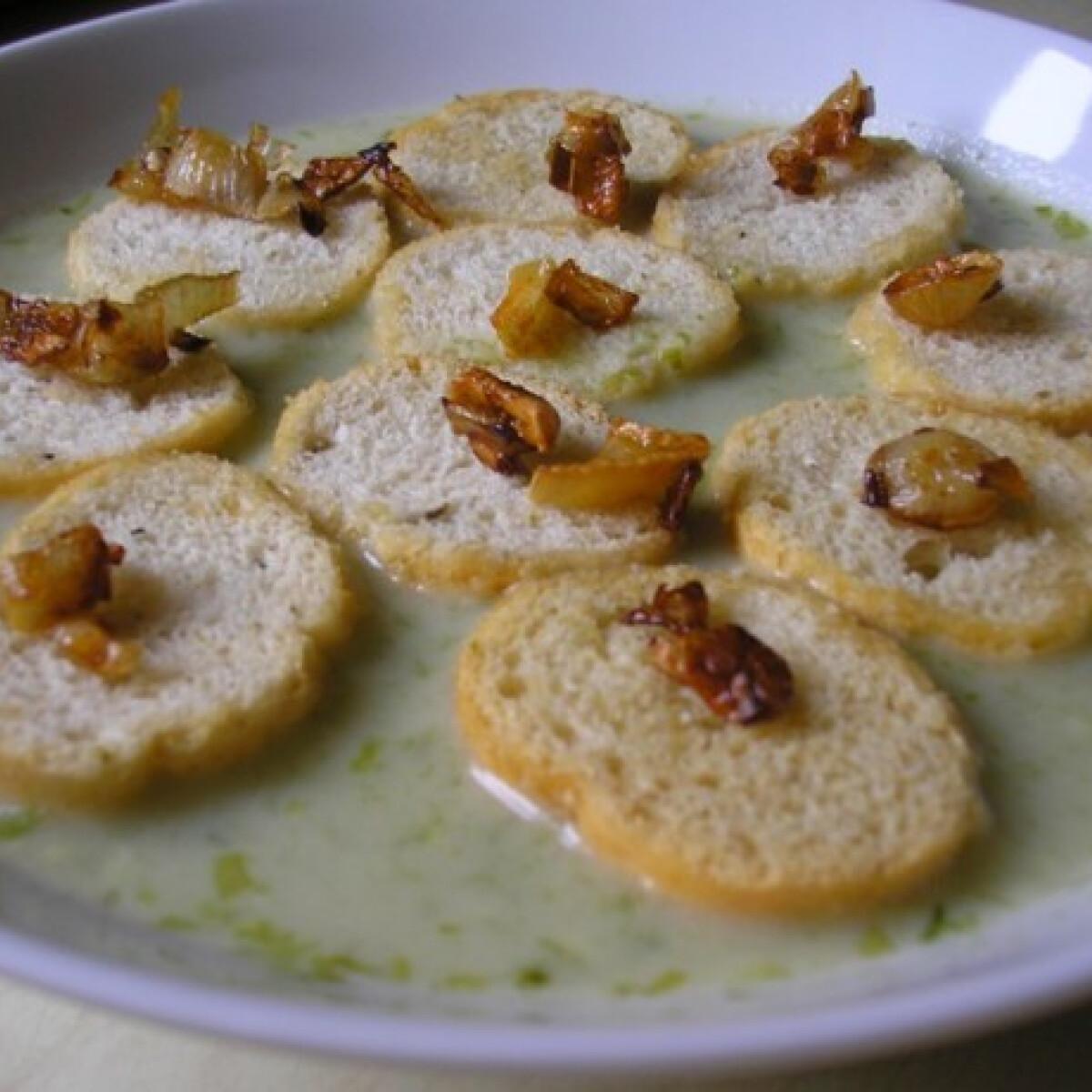 Ezen a képen: Medvehagyma-krémleves Zsuzsamama konyhájából