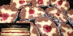 Fodros-meggyes keksztekercs