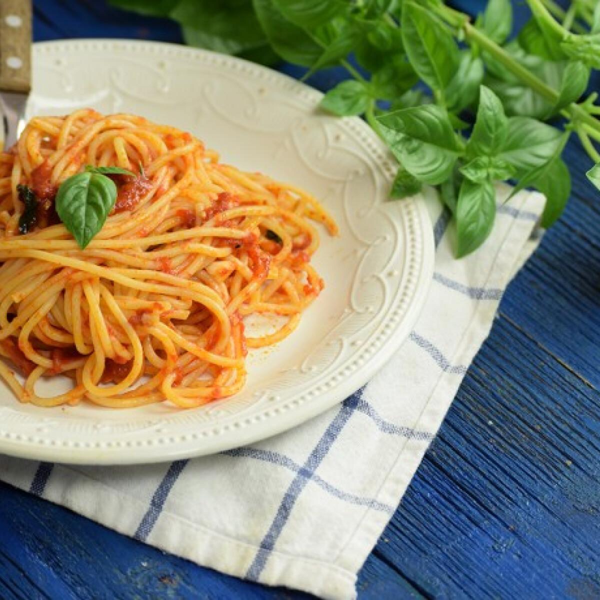 Ezen a képen: Paradicsomos tészta olasz módra