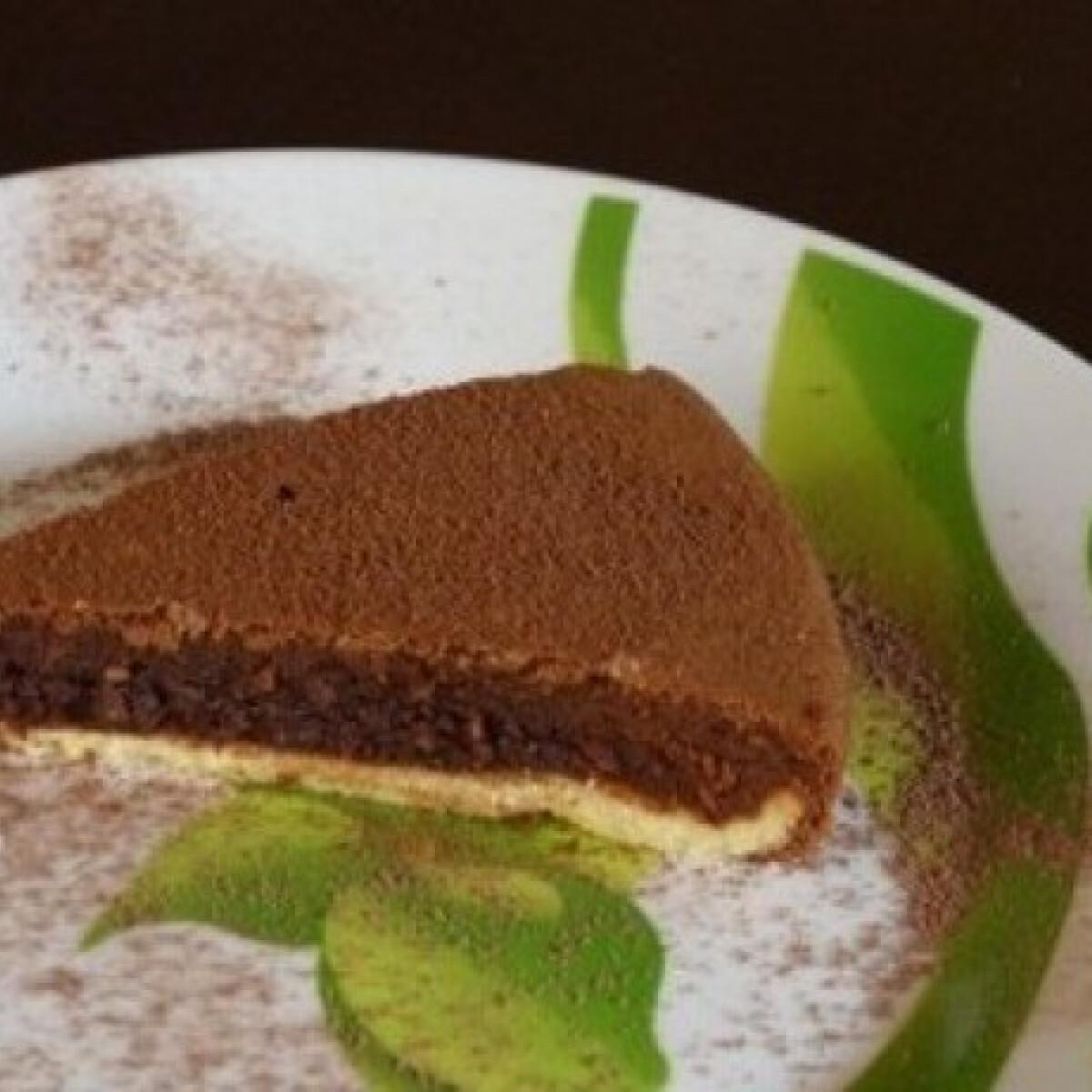 Ezen a képen: Kiskegyed csokoládés pitetortája
