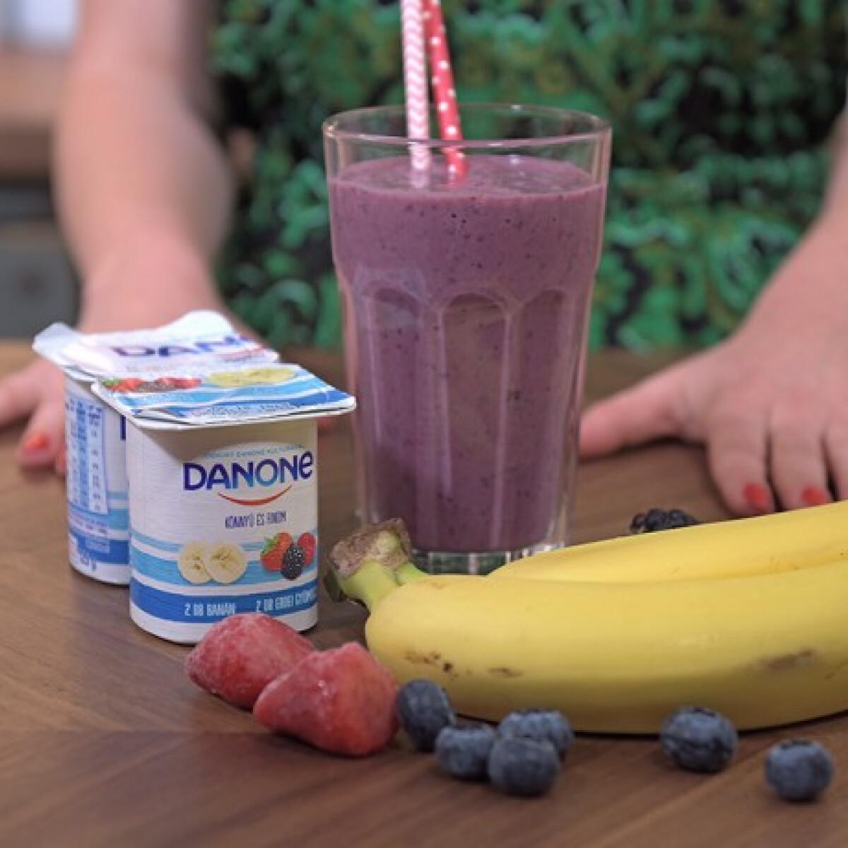 Ezen a képen: Banános-erdei gyümölcsös smoothie